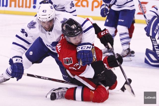 Les Maple Leafs ont causé du tort aux... (Patrick Woodbury, Archives LeDroit)