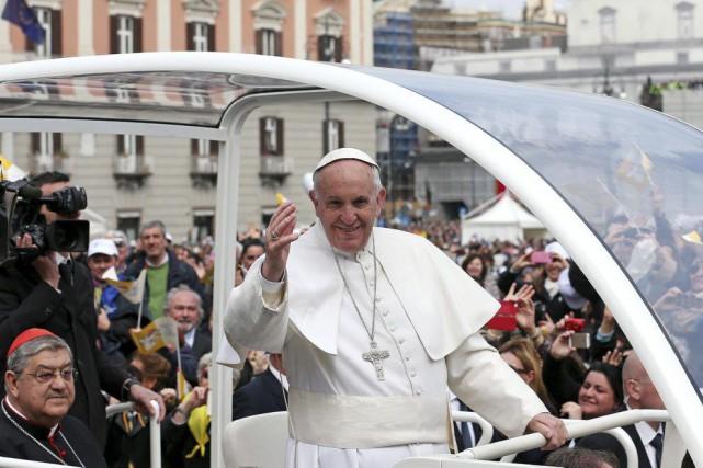 Triomphalement accueilli par des centaines de milliers de... (Photo Alessandro Di Meo, Ansa / AP)
