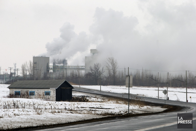 Le gaz émanant de l'usine est potentiellement toxique... (PHOTO ROBERT SKINNER, LA PRESSE)