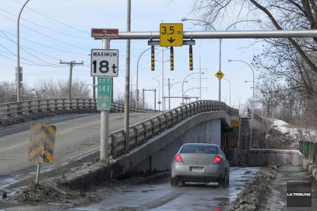 Le projet de reconstruction du pont des Grandes-Fourches n'apparaît pas dans la... (IMACOM, René Marquis)