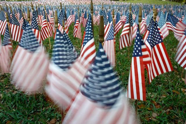 Sur cette photo de 2008, des drapeaux américains... (PHOTO JOE RAEDLE, ARCHIVES AGENCE FRANCE PRESSE)