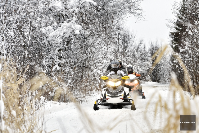 Un Américain de 55ans a perdu la vie dans un accident de motoneige samedi à... (Archives, La Tribune)