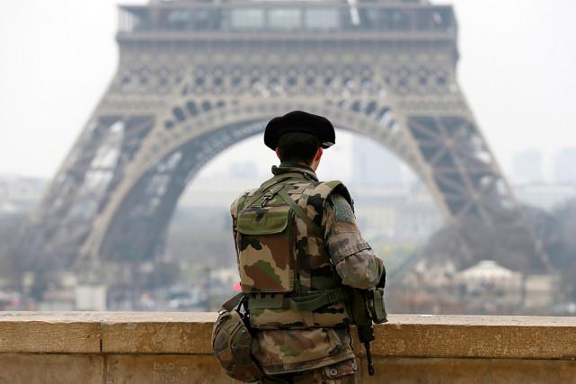 Depuis les attentats de janvier, l'alerte est à... (PHOTO GONZALO FUENTES, REUTERS)