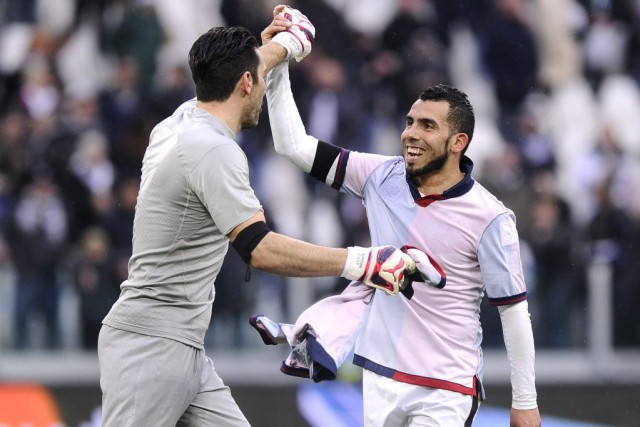 Gianluigi Buffon et Carlos Tevez... (PHOTO GIORGIO PEROTTINO, REUTERS)