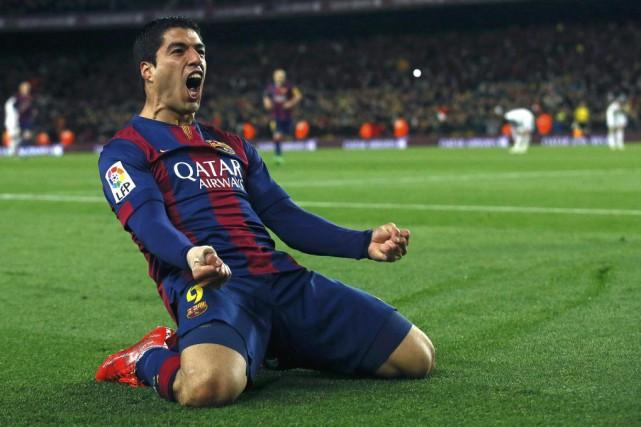 Luis Suarez célèbre son but victorieux.... (PHOTO ALBERT GEA, REUTERS)