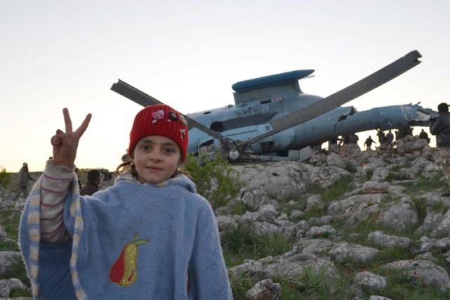 Une fillette fait le signe de la victoire... (Photo: Reuters)