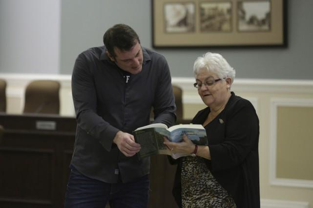 Le maire Pascal Bonin et la présidente de... (photo Catherine Trudeau)