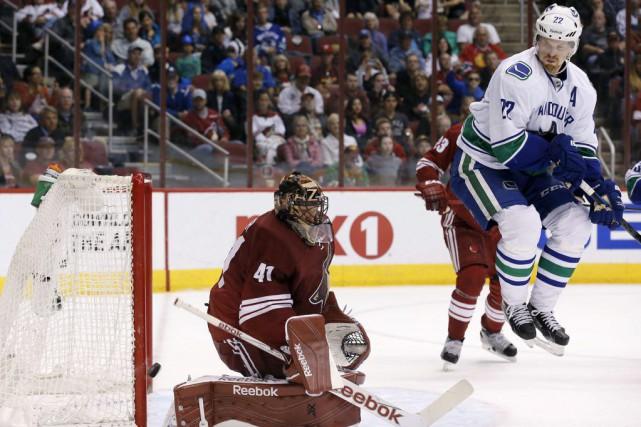 Yannick Weber a récolté un but et une passe, dimanche, aidant les Canucks de... (Photo: AP)