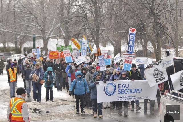 Environ 300 personnes ont marché dans les rues... (Photo: Émilie O'Connor, Le Nouvelliste)
