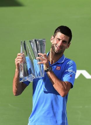 Novak Djokovic a défait Roger Federer 6-3, 6-7 (5), 6-2, hier, afin de... (Agence France-Presse)