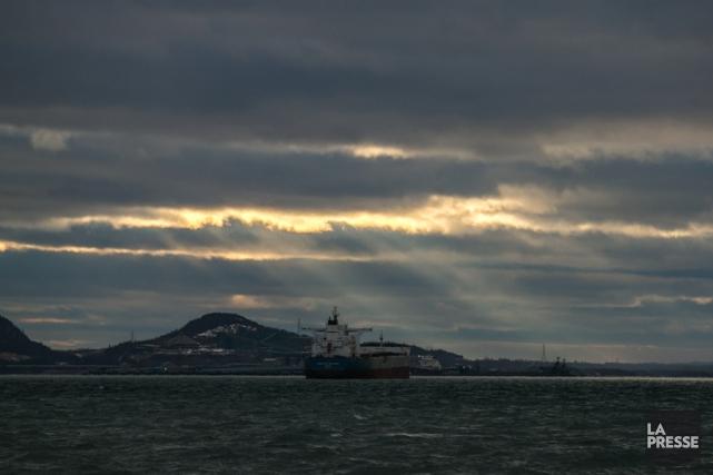 Vue de la baie de Sept-Iles a partir... (PHOTO HUGO-SEBASTIEN AUBERT, LA PRESSE)