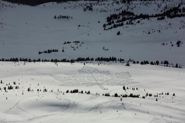 Une feuille d'érable dessinée dans la neige par... (PHOTO TIRÉE DU SITE FACEBOOK DE L'ARTISTE)