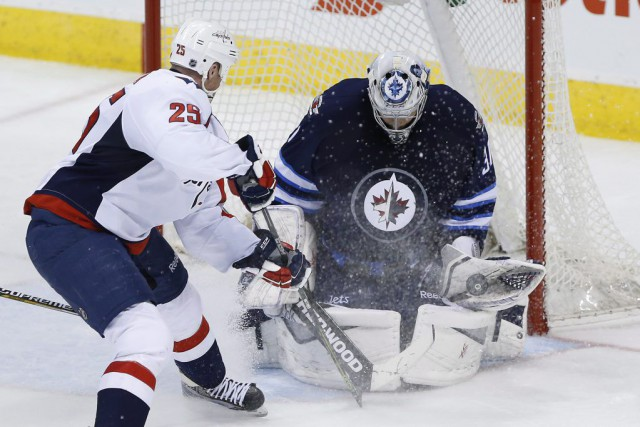 Le gardien des Jets Ondrej Pavelec a mérité son... (PHOTO JOHN WOODS, PC)