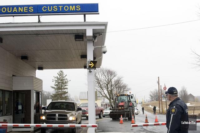 Le mauvais état de certains postes frontaliers est... (PHOTO STÉPHANIE MANTHA, ARCHIVES LA VOIX DE L'EST)