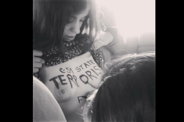 Le groupe FEMEN Québec a mis son grain de sel dans le débat sur le projet de... (Photo tirée de Twitter)