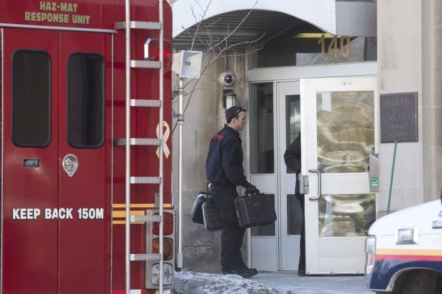 La police d'Ottawa est intervenue lundi matin pour... (La Presse Canadienne, Adrian Wyld)