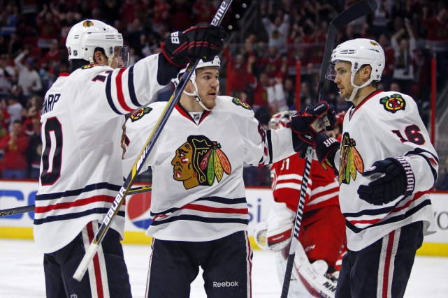 Andrew Shaw a inscrit deux buts et les Blackhawks de Chicago sont venus à bout... (Photo: AP)