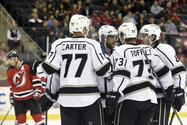 Anze Kopitar a obtenu un but et deux passes alors que les Kings de Los Angeles... (Photo: AP)