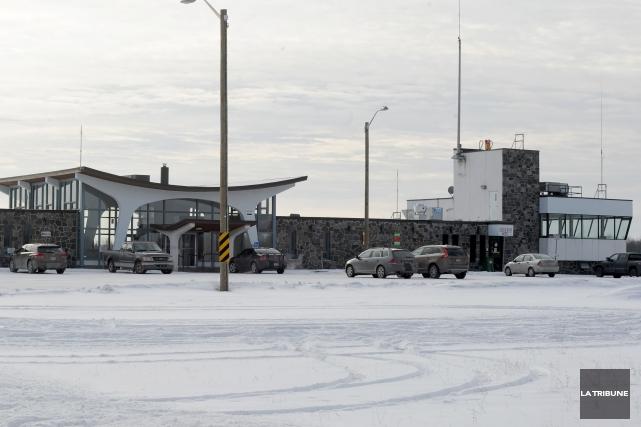 L'aéroport de Sherbrooke obtiendrait dans les 100 premiers jours d'un... (Archives La Tribune)