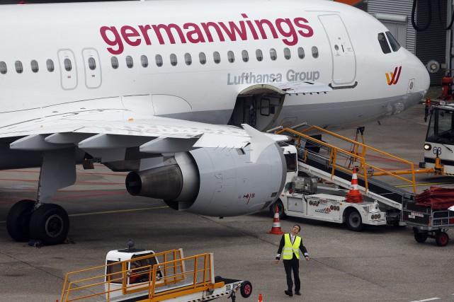Un Airbus 320 de la Germanwings.... (PHOTO FRANK AUGSTEIN, ARCHIVES ASSOCIATED PRESS)