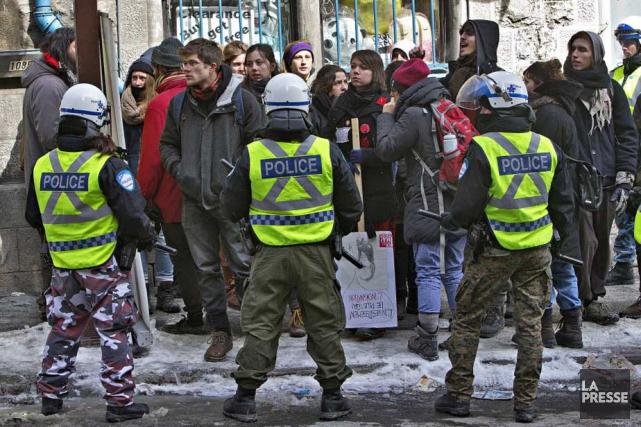 Une manifestation a rapidement été interrompue par les... (Photo: La Presse)
