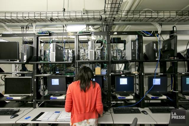Plus de la moitié des 196 000 professionnels... (PHOTO DAVID BOILY, ARCHIVES LA PRESSE)