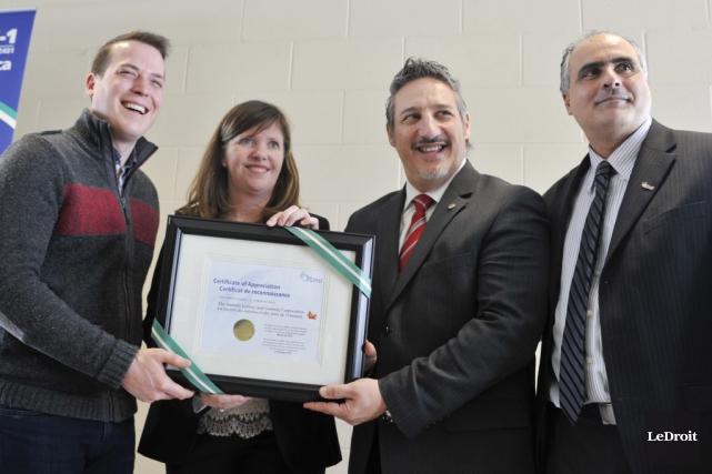 La Ville d'Ottawa présenté un certificat à la Société des loteries et des jeux... (Martin Roy, LeDroit)