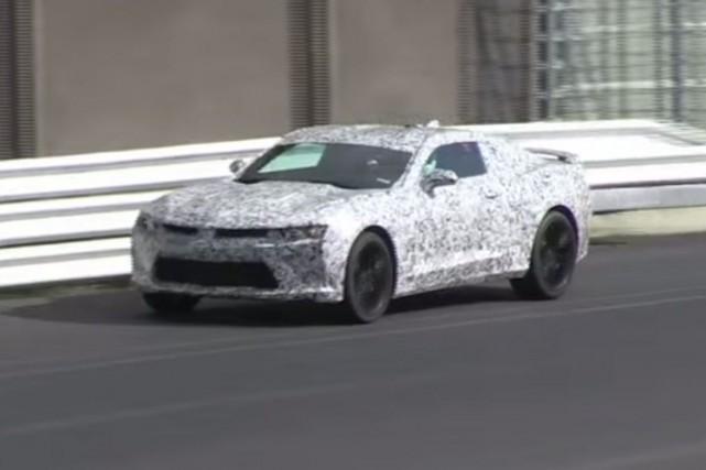 La Camaro 2016 sera sensiblement plus petite et... (PHOTO TIRÉE D'UNE VIDÉO YOUTUBE)