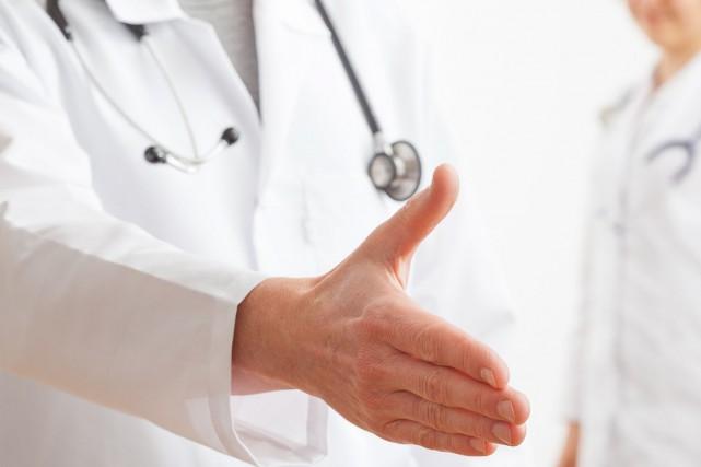 Un regroupement de médecins chrétiens conteste devant les tribunaux la validité... (Photo Shutterstock)