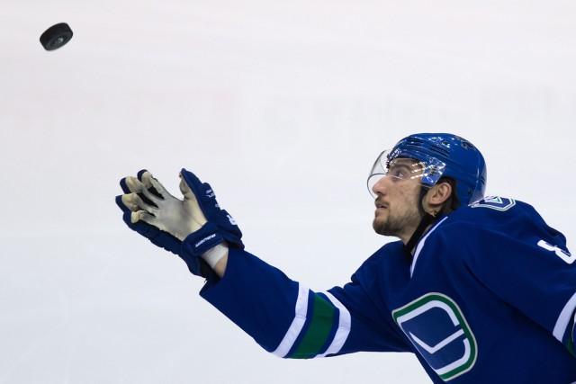 Le défenseur des Canucks, Chris Tanev... (PHOTO ARCHIVES LA PRESSE CANADIENNE)