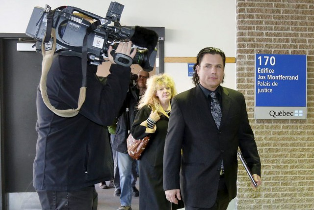 Patrick Brazeau à sa sortie du palais de... (PHOTO CHRIS WATTIE, REUTERS)