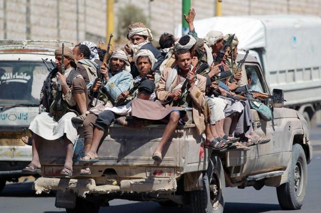 Les houthis, qui cherchent à étendre leur influence... (PHOTO MOHAMMED HUWAIS, ARCHIVES AFP)
