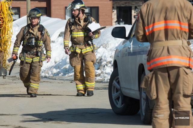 Un adolescent a été brûlé au visage et aux mains lors d'un incendie survenu... (Archives La Tribune, Jessica Garneau)