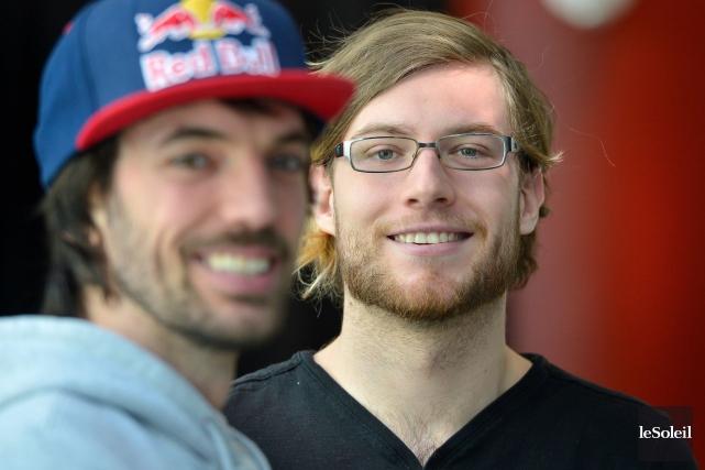 Charles Hamelin (à gauche), spécialiste du patinage courte... (PHOTO LE SOLEIL, YAN DOUBLET)