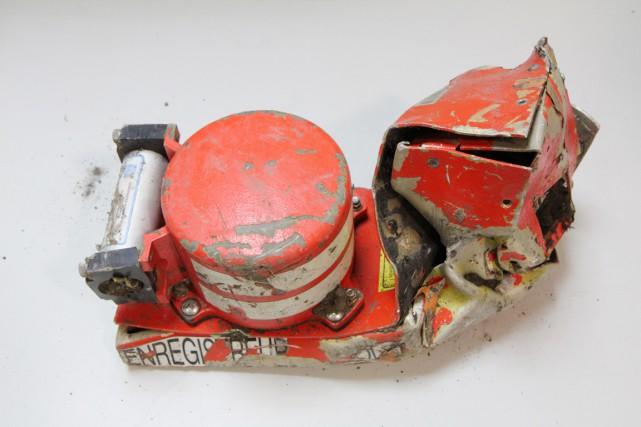 La «boîte noire» récupérée, le Cockpit voice recorder,... (PHOTO AFP/BEA)