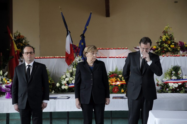 Le président français François Hollande, la chancelière allemandeAngela... (Photo: AP)