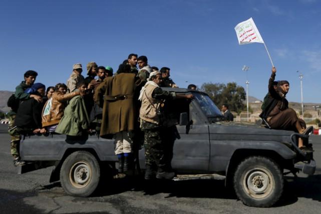 Les rebelles ont lancé mercredi trois frappes aériennes... (Photo: Reuters)