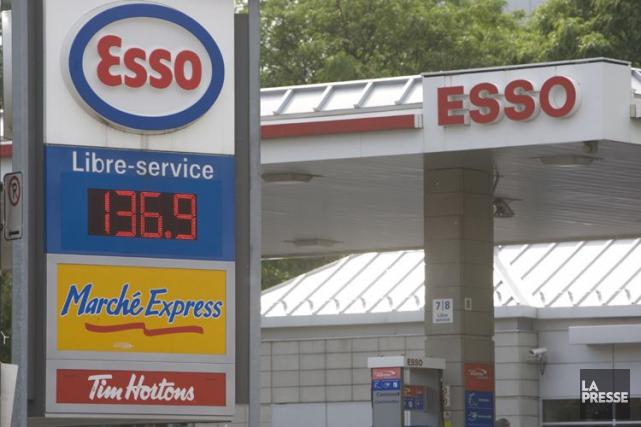 Esso, filiale française du géant pétrolier américain ExxonMobil, a publié jeudi... (Photo Rémi Lemée, archives La Presse)