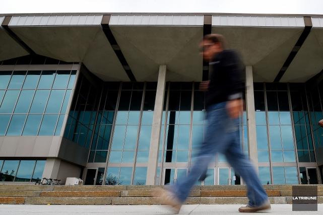 Les cadres de l'Université de Sherbrooke ne bénéficieront plus de l'exonération... (Archives La Tribune)