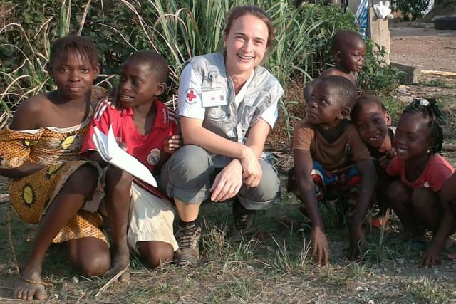Les enfants de Guinée sont très impressionnés par... (Photo fournie)