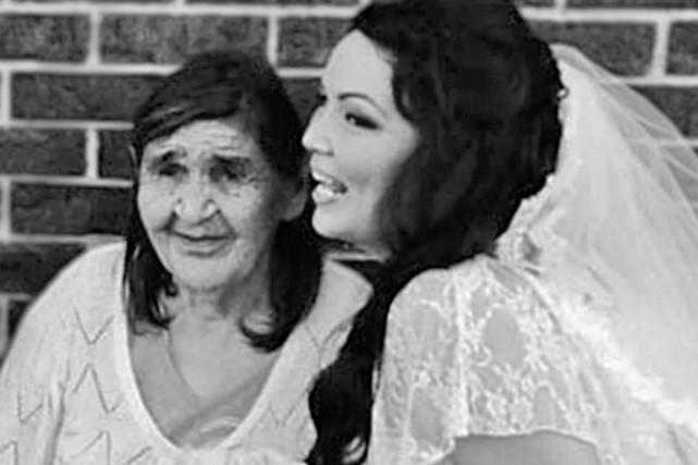 L'auteure et sa grand-mère....