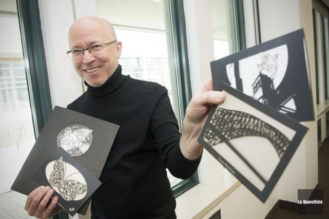 Les cartes que montre ici Jean Beaulieu sont... (Photo: Stéphane Lessard, Le Nouvelliste)