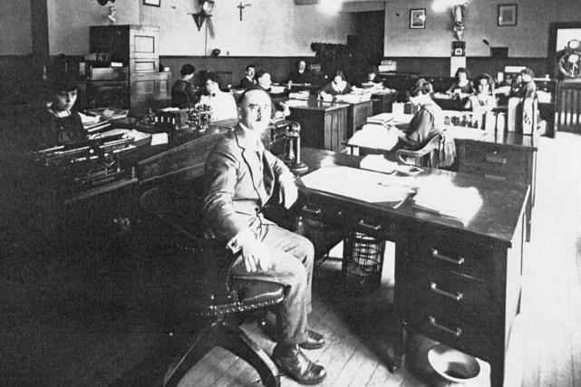 1913 - Sortie du premier numéro du quotidien Le Droit, à Ottawa.