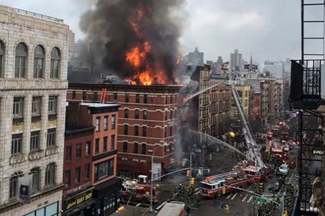 Dix-neuf personnes ont été blessées, dont quatre grièvement, jeudi après une... (PHOTO REUTERS)