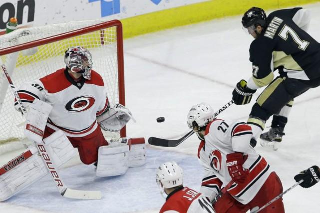 Eric Staal a inscrit un but et récolté deux mentions d'aide dans la victoire de... (Photo AP)