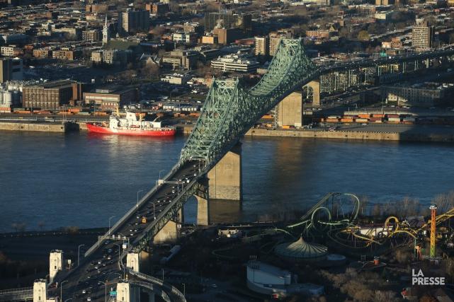 Le pont Jacques-Cartier, inauguré en 1930, compte cinq... (PHOTO MARTIN CHAMBERLAND, ARCHIVES LA PRESSE)