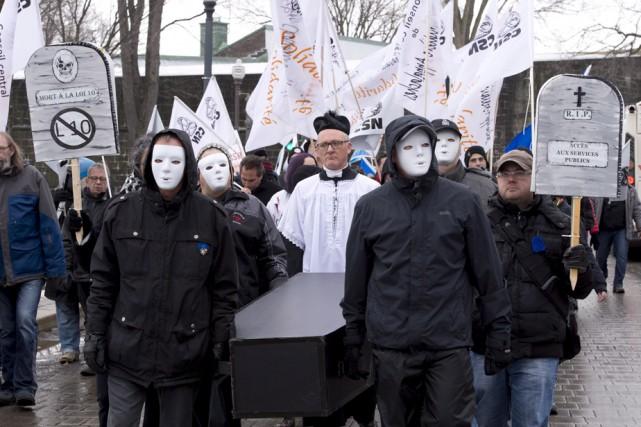 Pour protester contre l'austérité et le budget Leitão,... (Photo: La Presse Canadienne)