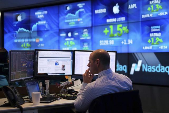 Wall Street a fini en hausse vendredi, sans pour autant effacer plusieurs... (PHOTO JEWEL SAMAD, ARCHIVES AFP)