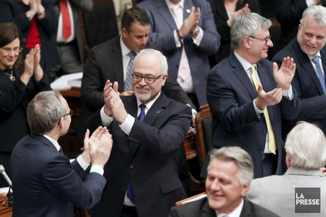Le ministre des Finances, Carlos Leitao, a dévoilé... (Photo: La Presse Canadienne)