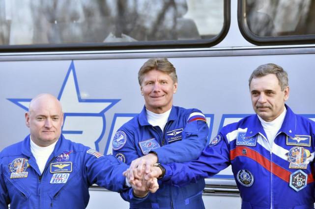 Scott Kelly, Gennady Padalka et Mikhail Kornienko.... (PHOTO KIRILL KUDRYAVTSEV, AGENCE FRANCE-PRESSE)